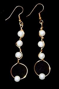 Elizabeth Bisogni is the Wire Artist that has created this Lovely Jewelry Pattern.  Learn how to make these stunning earrings.  She calls these Earrings -Climbing Vine Earrings.  This is a Beginner Level Jewelry Pattern and has 6 Steps, 8 Full Color Photos.
